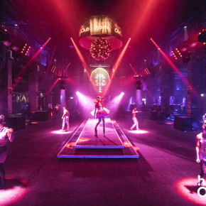 dancefloor,halle tor 2,OMClub 2015,project a,lichtdesign,light design,events,eventmanagement,parties,ticketing,tänzerinnen,gogo girls,dancing, intro,