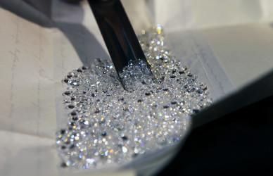 smirnoff, diamonds club köln, loungetische, stehtische, clubtische, beleuchtete tische, plexiglastische, acryleis,metalltische,diamanten,swarovski®,kristalle,leuchtkästen,leuchtkastenbau,lasergravur,led technik,wandlampen,sandstrahlen,wasserstahlschneiden,cnc,laser,3d,