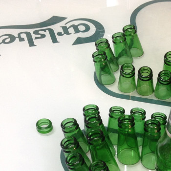 carlsberg,glasschneiden,glaskunst,flaschen schneiden,flaschenkunst,upcycling,project a,christopher baer,diamonds club köln,bochum,glaserei,artwork,project-a